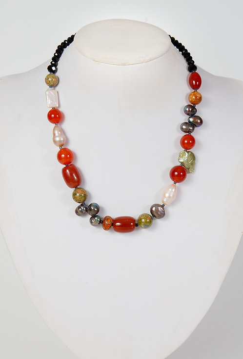 842 - Carnelian, pearls with black crystals..