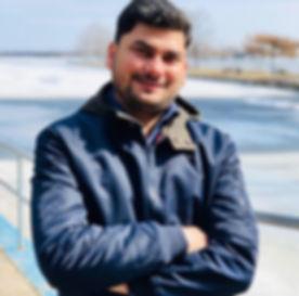 Rajiv%20Pic_edited.jpg