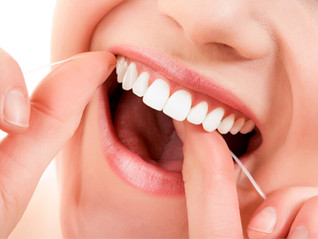 ¿Es necesario limpiar entre los dientes con seda dental o cepillos interproximales?