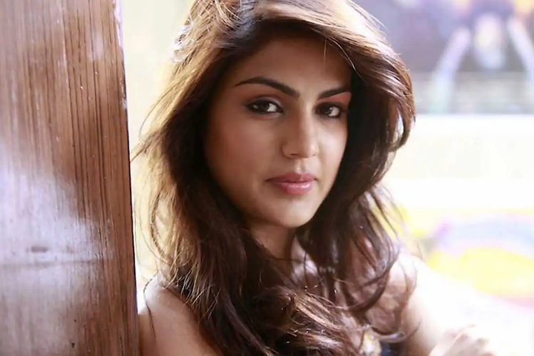 rhea-chakraborty-yoga-in-jail.webp