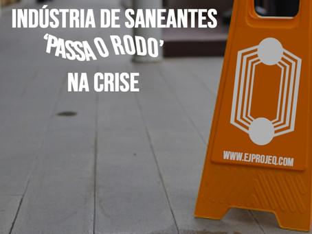 "INDÚSTRIA DE SANEANTES ""PASSA O RODO"" NA CRISE."