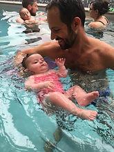Massage bébé, relaxation aquatique