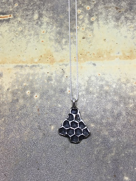 Sterling Silver Md Honeycomb pendent w/ delicate chain