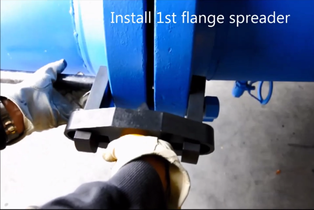 Flange Boss Hydraulic Install