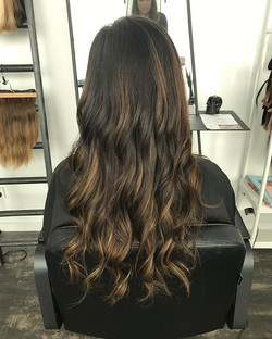 Little bit of highlighted goodness with our flat track Weft Extensions! #shesashowoff #showoffacadem