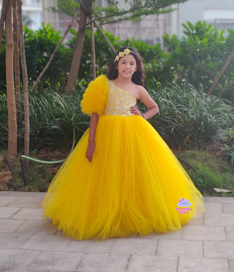 ONE SHOULDER FRILLY SLEEVED YELLOW GOWN