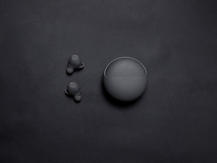 Black%20Wireless%20Earbuds_edited.jpg