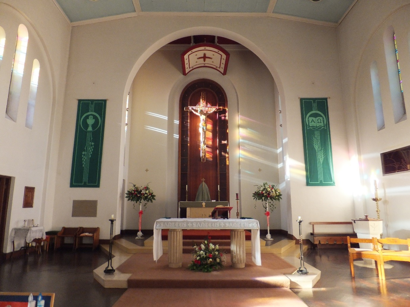 altar+in+green+saved+as+picture