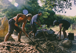 students-digging-soil-working-terra-alta