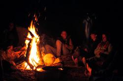 fire-circle-night-terra-alta-portugal.jp