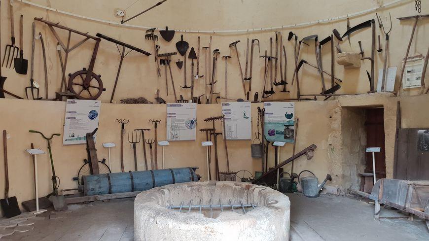 Les_outils_du_Musée_du_maraîchage_à_E