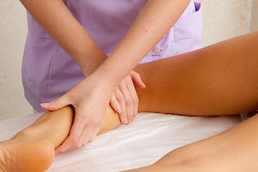 massaggio linfodrenante per gambe pesanti presso Body center emotions centro estetico a Dueville ( Vicenza )