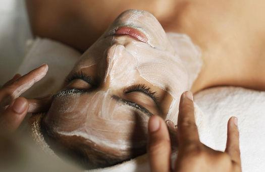 pulizia viso con vapore e strizzatura presso Body center emotions a Dueville ( Vicenza )