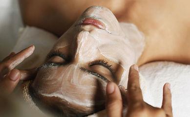 Trattamenti viso specifici per l'acne presso Body center emotions a Dueville ( Vicenza )