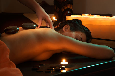 Hot stone massage trattamento ayurveda presso body center emotions a Dueville ( Vicenza )