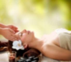 trattamento ayurveda ratna viso con cristalli presso Body center emotions a Dueville ( vicenza )