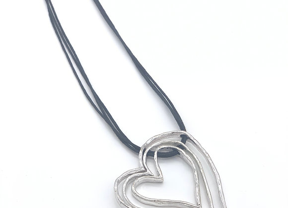 LONG NECKLACE WITH 3 HEARTS