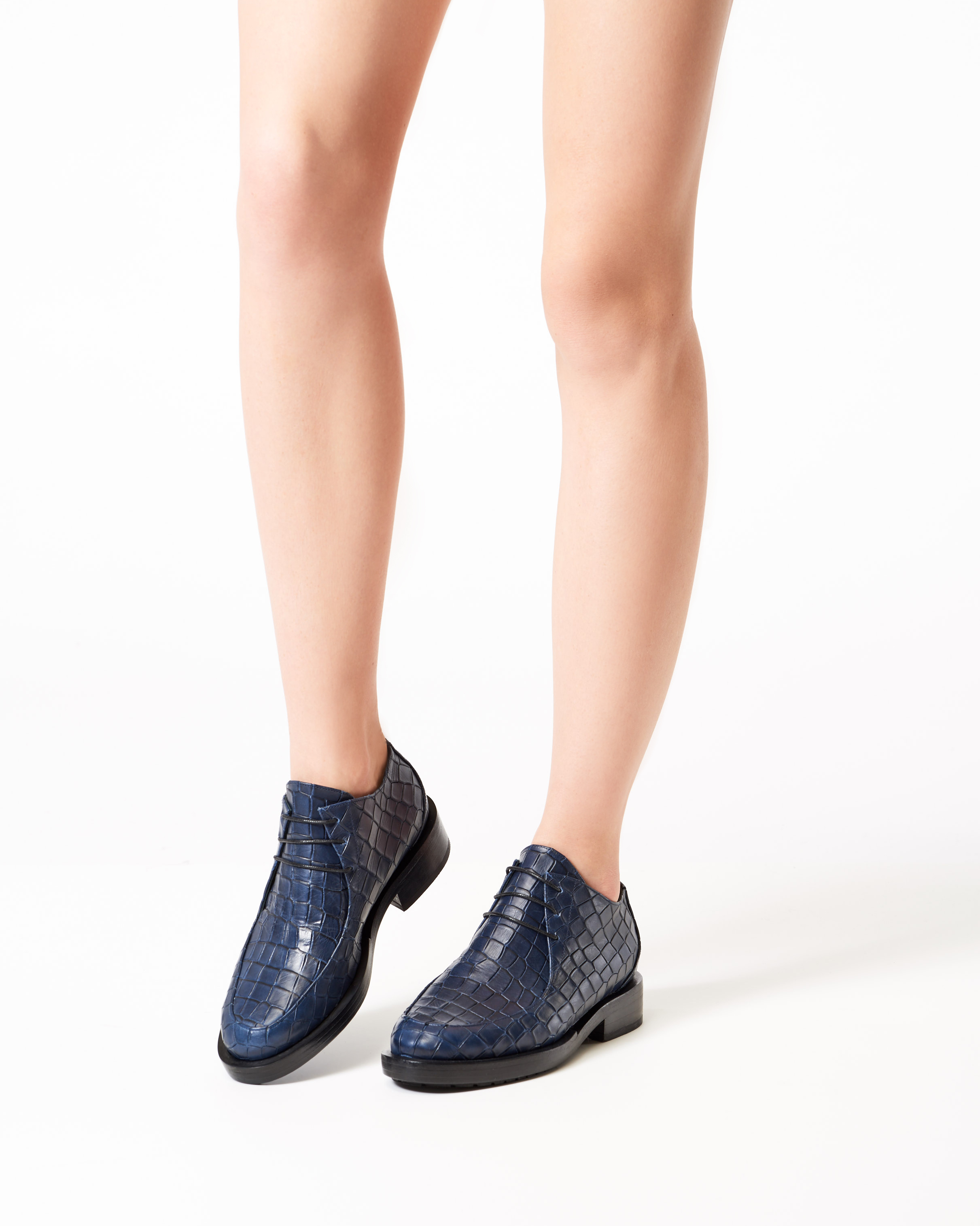 BROGUE NAVY EMBOSSED CROC