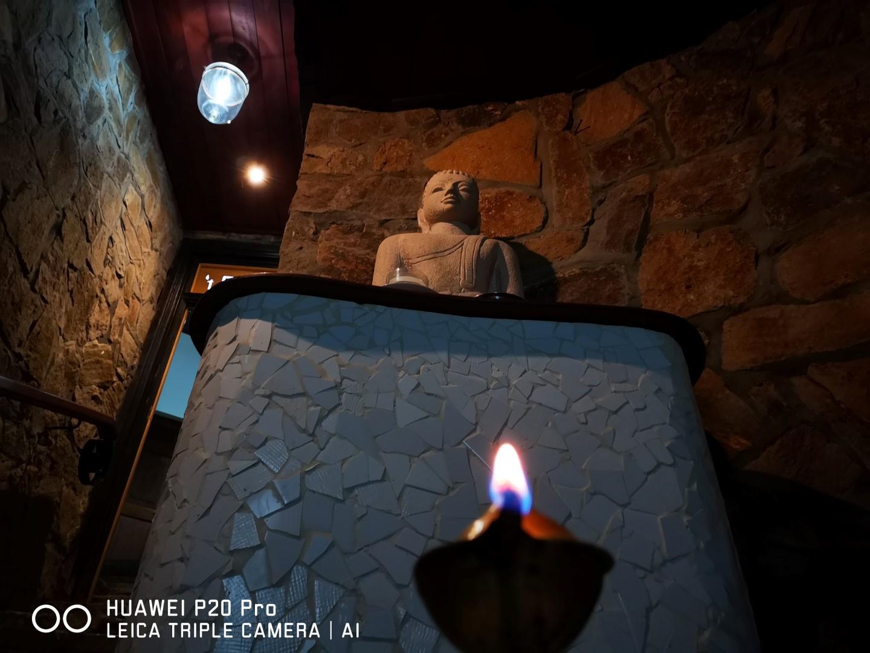 Lord Buddha protecting 't En Zal