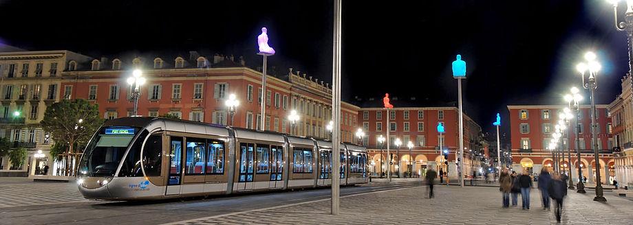 tramway-place-massena-nuit.jpg