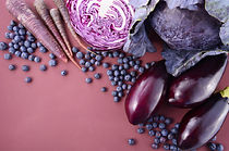 Purple fruits and vegetables that contai