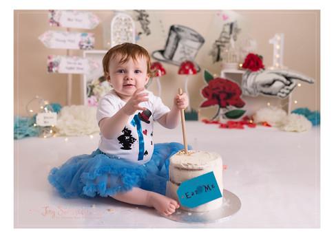 cake smash photgrapher sutton coldfield birmingham, cake smash photo shoots great barr birmingham, cake smash photography walsall, first birthday photshoots solihull birmingham, cake smash west midlands