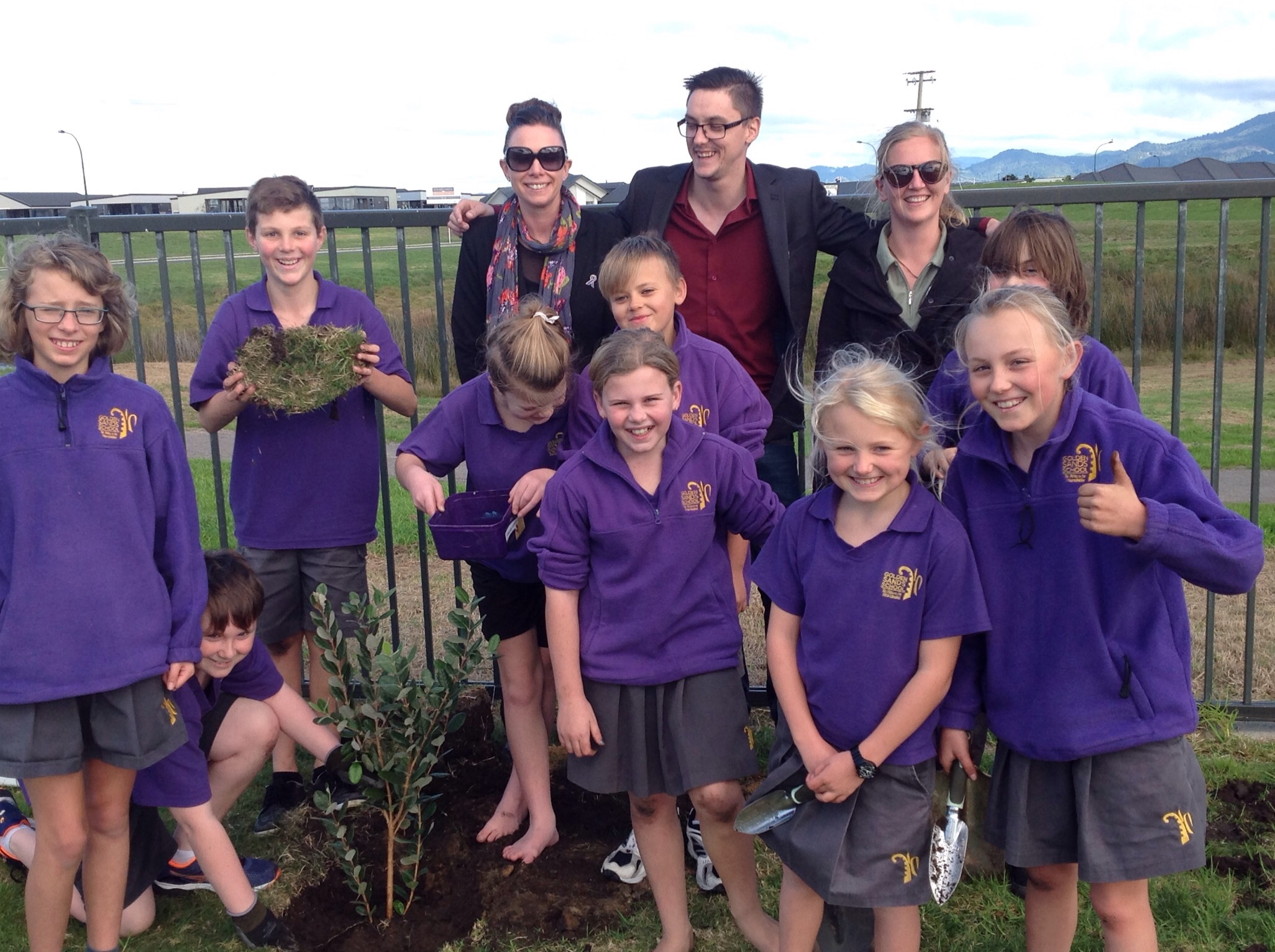 enviro group planting trees