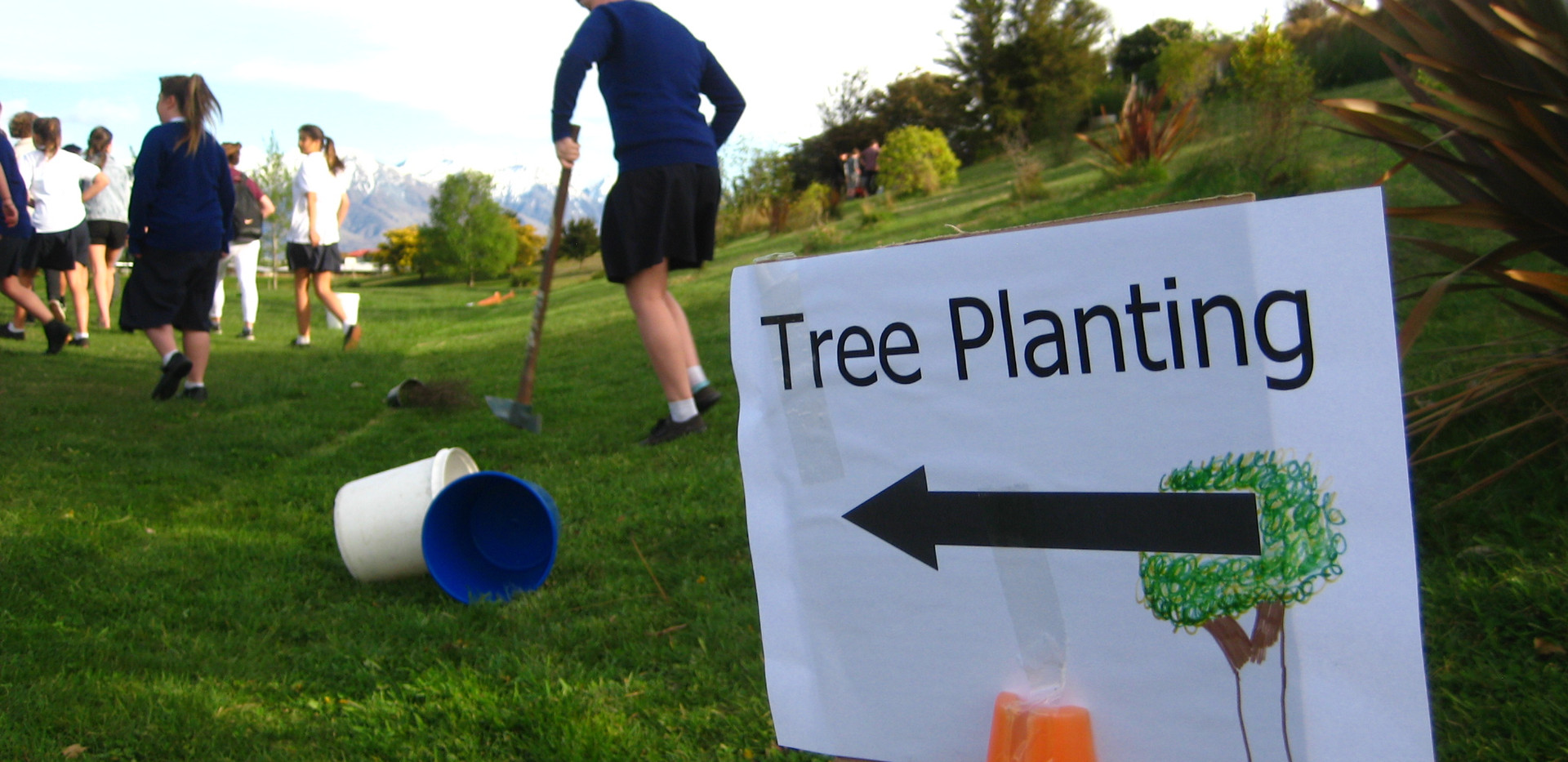 Tree planting 16 Oct 2015 (23).JPG