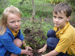 Katie Lincoln and Archie Knight planting recycling trees 06-10