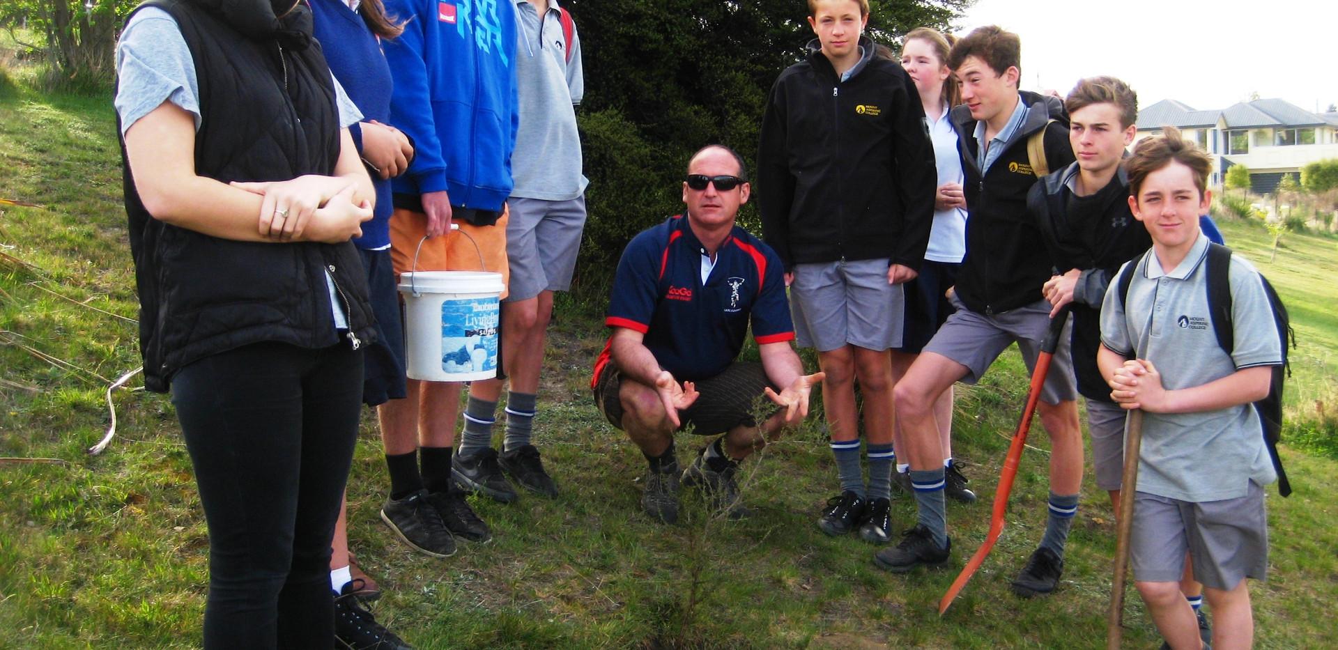 Tree planting 16 Oct 2015 (10).JPG