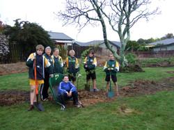 Tree planting Sept 09 003