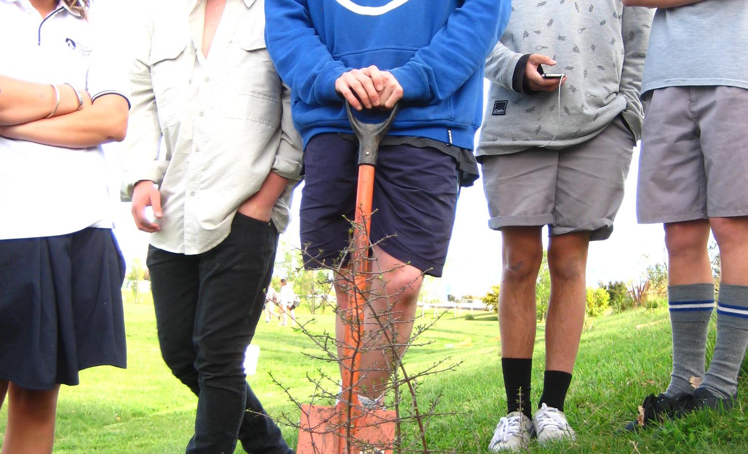 Tree planting 16 Oct 2015 (21).JPG