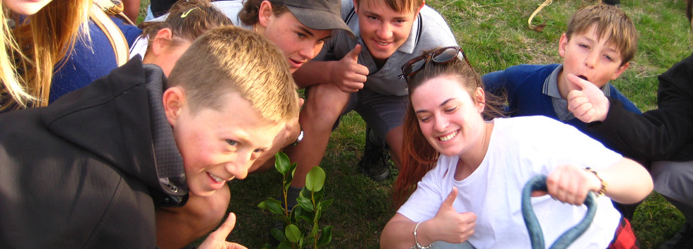 Tree planting 16 Oct 2015 (3).JPG