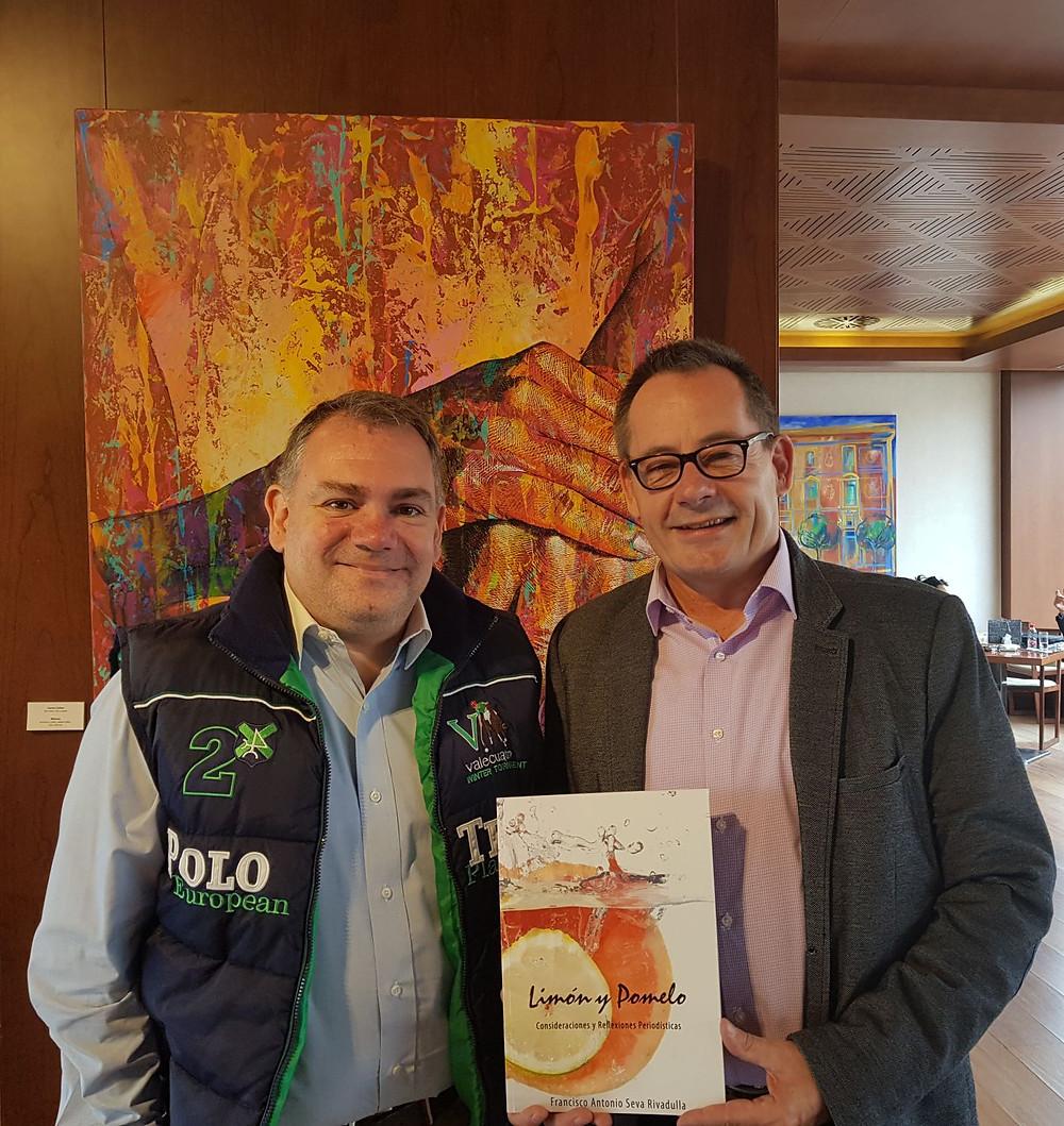 Oliver Huesmann mit Francisco Seva Autor des Buches Limon & Pomelo