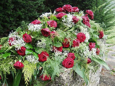 roses-61203_1920 (1).jpg