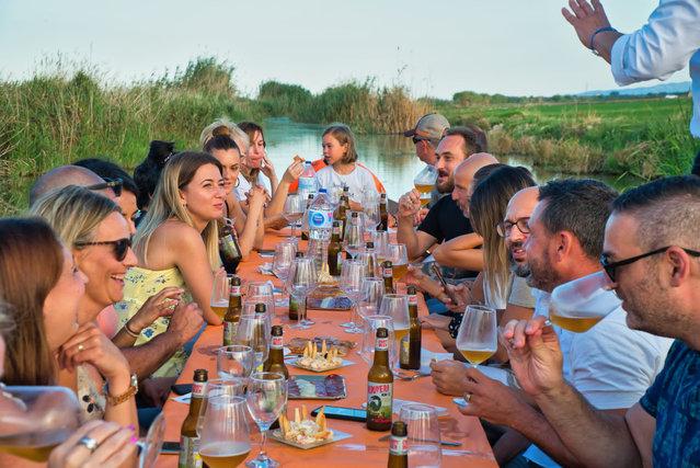Cena en mitad de La Albufera.jpg