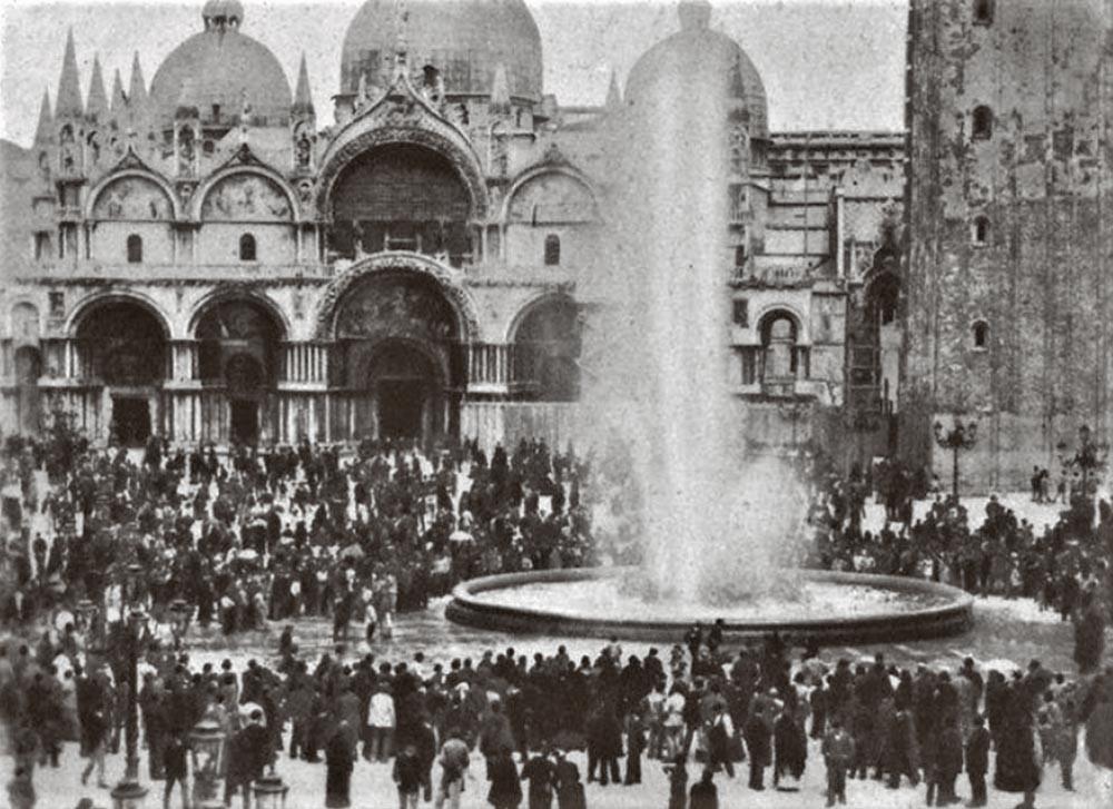 Inauguración del acuedcuto a Venecia con una fuente construida en la plaza de San Marcos para la ocasión. Foto de Carlo Naya. 1884. IFondo Archivio fotograficoUrbanistica- Comune di Venezia/ Urbanistica.