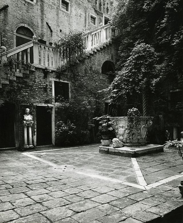 Patio interior Foto: Paolo Monti, CC BY-SA 4.0 <https://creativecommons.org/licenses/by-sa/4.0>, via Wikimedia Commons