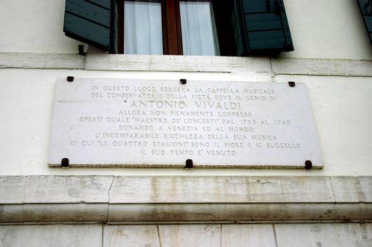 Lápida de Vivaldi en la Calle de la Pietá