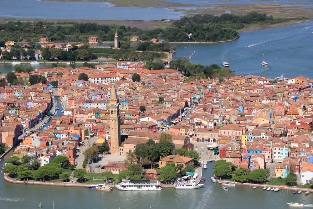 Vista aérea de la isla multicolor de Burano