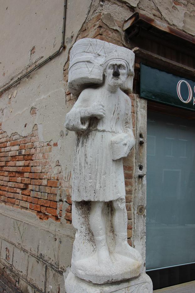 Estatua del criado Antonio Rioba