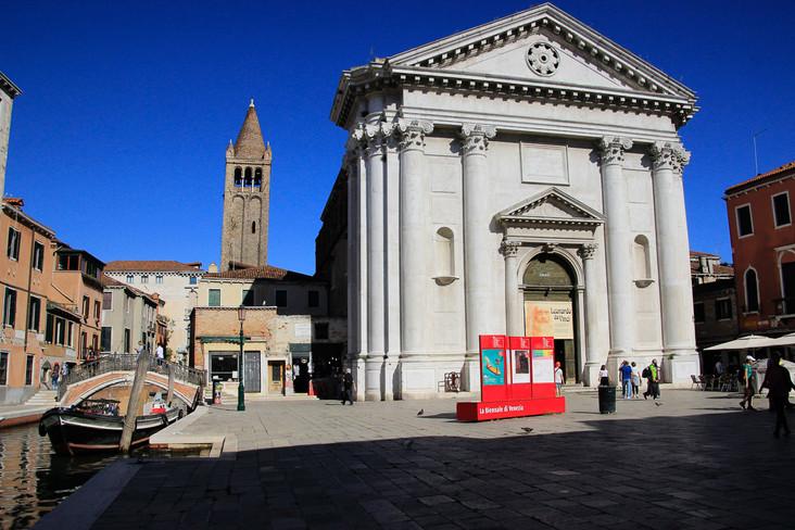 Fachada y campanile