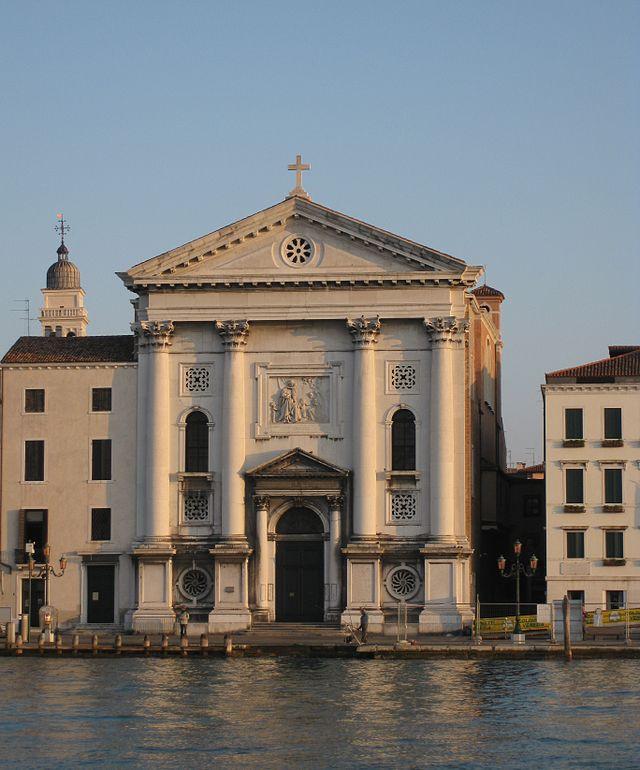 La belleza de la fachada de la iglesia de la Pietà