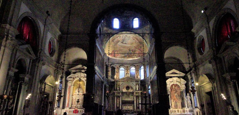 altar principal, donde desde 1520 descansa el cuerpo de San Rocco