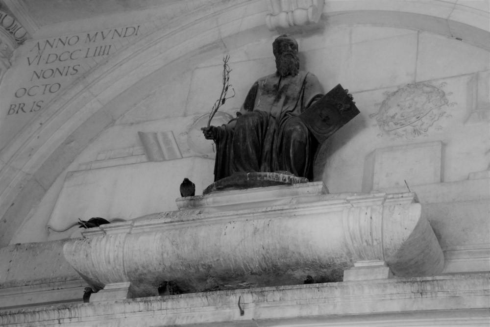 "La fachada ""astronómica"" de la iglesia San Zulian"