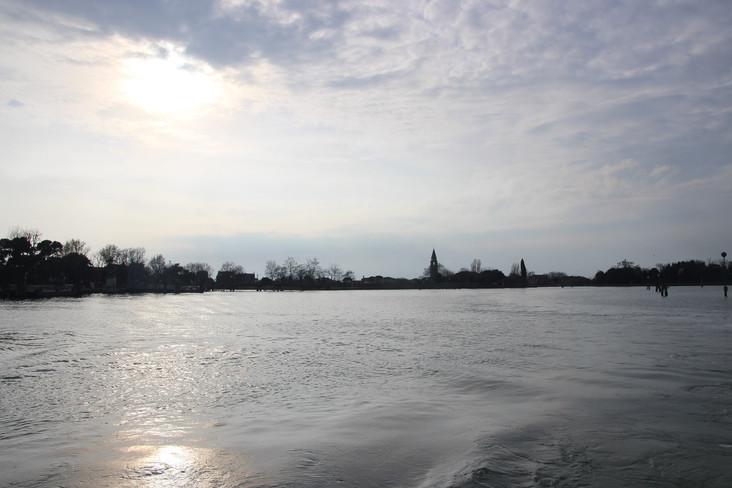 Panorámica de la isla desde el agua