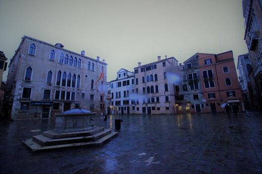 Plaza San Maurizio un día de lluvia