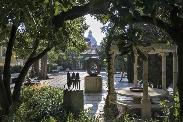 El jardín de esculturas. Foto: colección Peggy Guggenheim