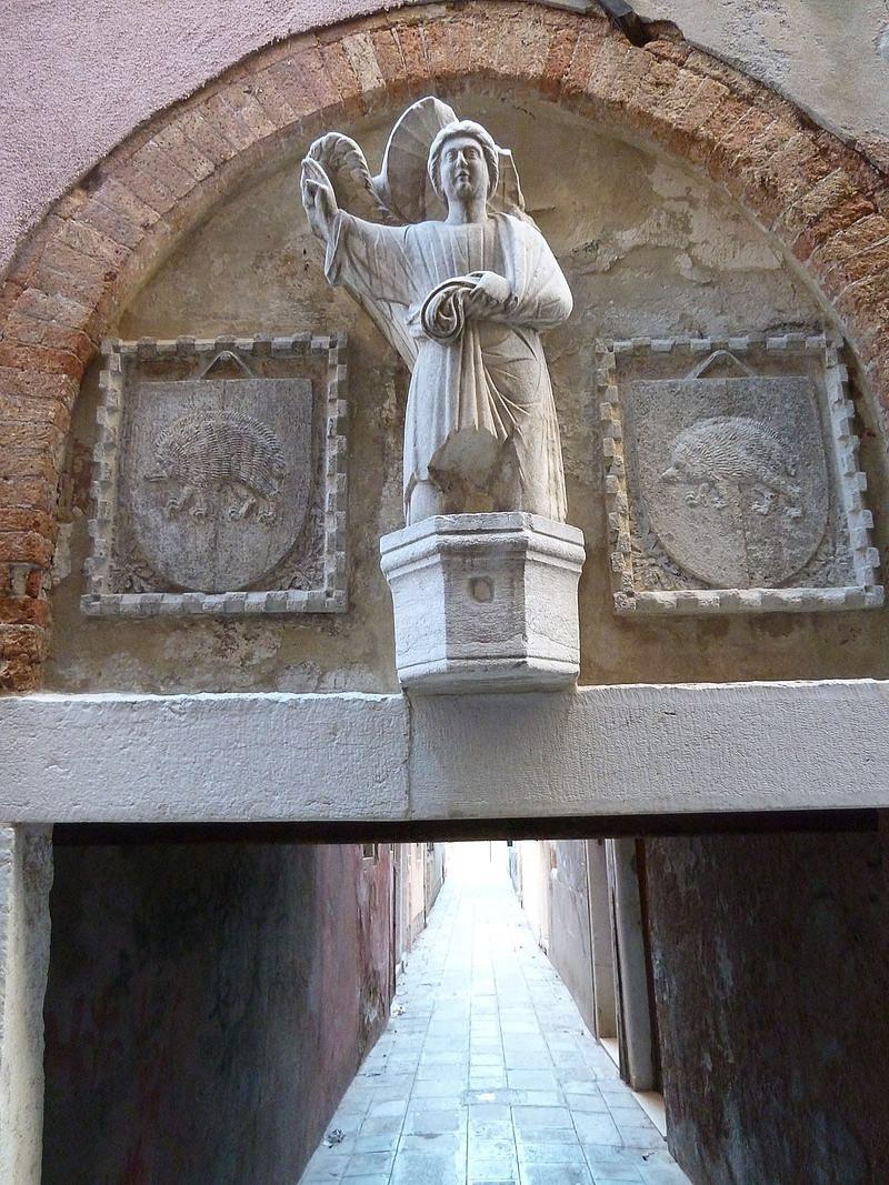 Sotoprotego calle del Angelo en Castello