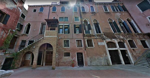 Corte Morosina. A la izquierda el palacio Morosini.
